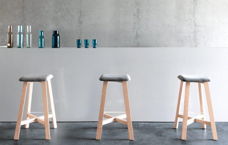 """""""Una serie de taburetes de madera diseñados por Sohei Arao.""""  Ideas para decorar: Punt nos descubre Bevel taburetes bevel de punt mobes4"""