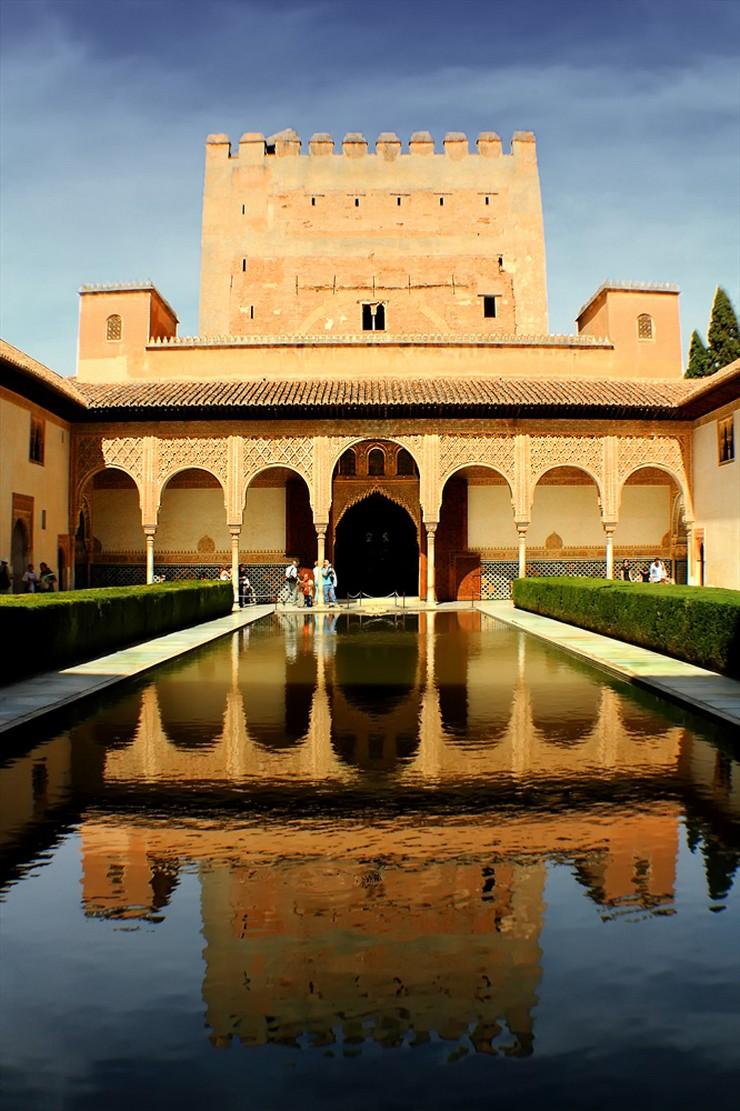 """""""La Alhambra, un ejemplo para el mundo del arte y la forma de vida del Islam en su época de máximo esplendor""""  La Alhambra de Granada, símbolo del esplendor de la antigua Al-Andalus 227"""