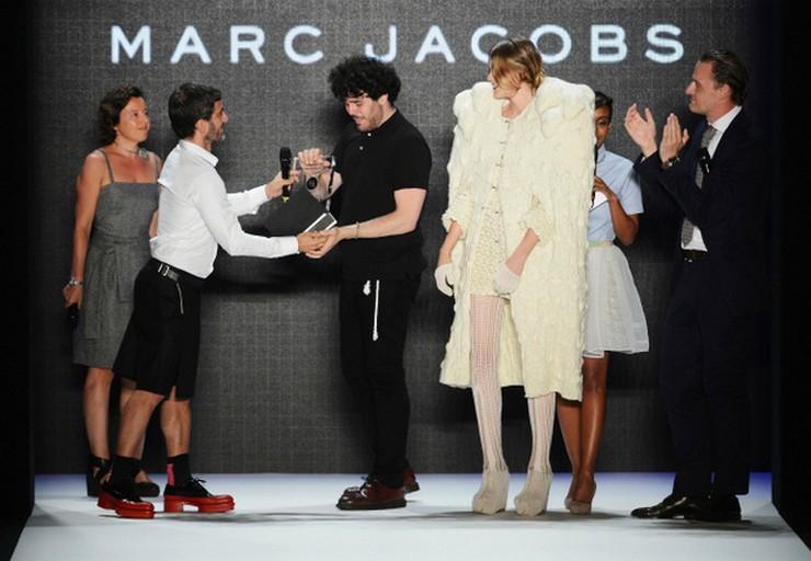 """""""El diseñaor Leandro Cano ya tiene tres colecciones premiadas y es una gran promesa en el mundo de la moda""""  El diseñador Leandro Cano: una joven promesa de la moda  516"""