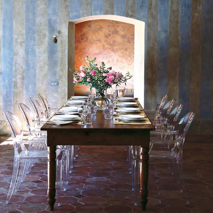 """""""Una cómoda butaca de policarbonato transparente y en varios colores con una línea Luis XV.""""  Ideas para Decorar: Louis Ghost, diseñada por Philippe Starck para Kartell Louis Ghost kartell 2"""