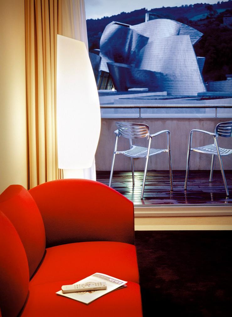 """""""El Hotel Silken Gran Domine Bilbao situado en la ciudad vasca Bilbao, ofrece un refugio cálido y confortable, ideal para parejas o viajes de negocio.""""  Diseño y vanguardia frente al museo Guggenheim silken gran domine bilbao 3"""