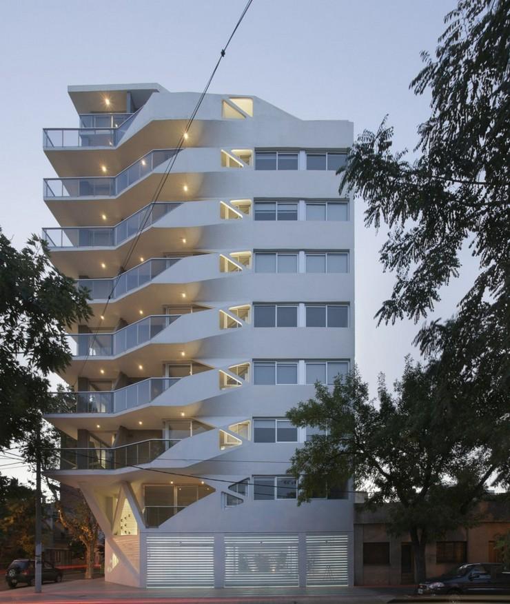 """""""El edificio de departamentos verticales es quizá el programa arquitectónico más subestimado en Argentina.""""  Jujuy Redux, un proyecto de P-A-T-T-E-R-N-S y Maxi Spina Architects Proyecto de arquitectura Jujuy Redux 1"""