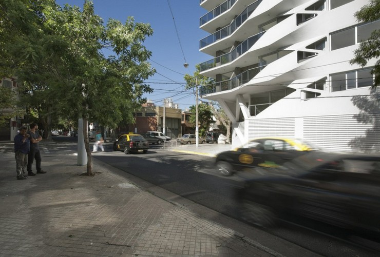 """""""El edificio de departamentos verticales es quizá el programa arquitectónico más subestimado en Argentina.""""  Jujuy Redux, un proyecto de P-A-T-T-E-R-N-S y Maxi Spina Architects Proyecto de arquitectura Jujuy Redux 3"""