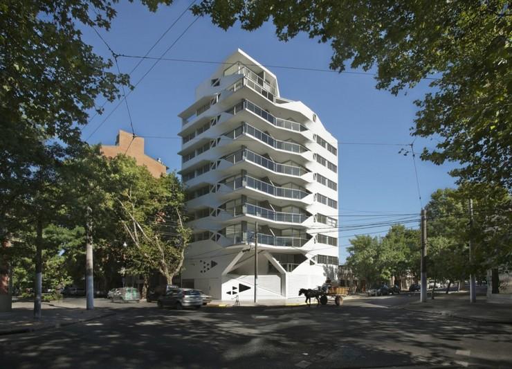 """""""El edificio de departamentos verticales es quizá el programa arquitectónico más subestimado en Argentina.""""  Jujuy Redux, un proyecto de P-A-T-T-E-R-N-S y Maxi Spina Architects Proyecto de arquitectura Jujuy Redux 5"""