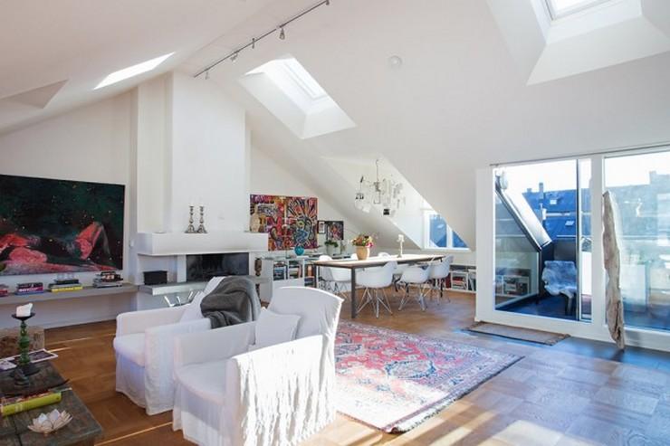 """""""Tragaluz para potenciar la luz natural en casa""""  5 ideas clave para aprovechar al máximo la luz natural en nuestras casas decoracion atico techo"""