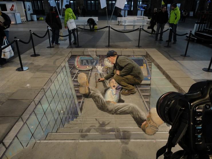 """""""¿Habéis visto alguna vez un dibujo 3D en el suelo? Hoy en el blog os hablo de ellos y de cómo se ha llevado al campo del interiorismo y la decoración."""" dibujos 3D Los 15 mejores dibujos 3D pintados en el suelo dibujo 3D en el suelo 4"""
