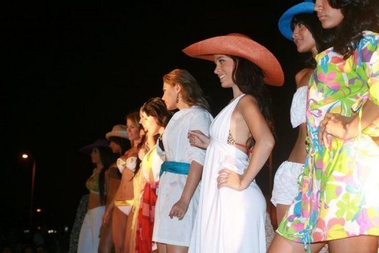 """""""El Cartagena Fashion en su sexta versión busca impulsar nuevos talentos de la moda en el Caribe Colombiano, estará nuevamente realizándose por sexto año consecutivo los días 2 y 3 de mayo del 2014."""" Cartagena Fashion 2014 Colombia Cartagena Fashion 2014"""