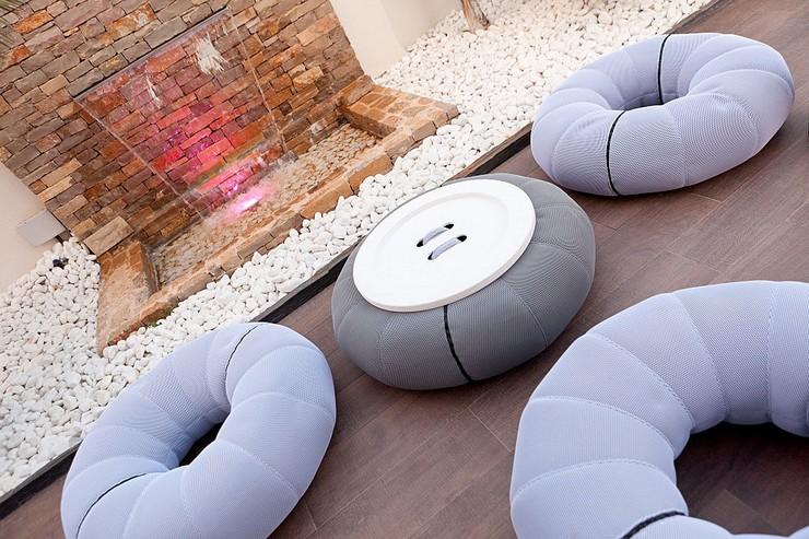 """""""Una de las últimas novedades de la tienda de mobiliario online es el don-out+mesa.""""  Una mesa con forma de donut Una mesa con forma de donut 3"""