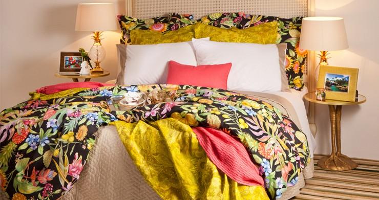 """""""cambiar telas y tapices para renovar el dormitorio""""  Dar un aire nuevo al dormitorio en 10 pasos colcha estampada"""