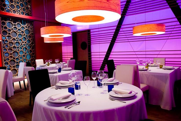 """""""Las lámparas Saturnia de Lzf-Lamps diseñadas por Oskar Cerezo en el restaurante del programa de televisión MasterChef""""  Master Chef ha elegido a Lzf Lamps para su restaurante lzf wood lamp saturnia master chef 1"""