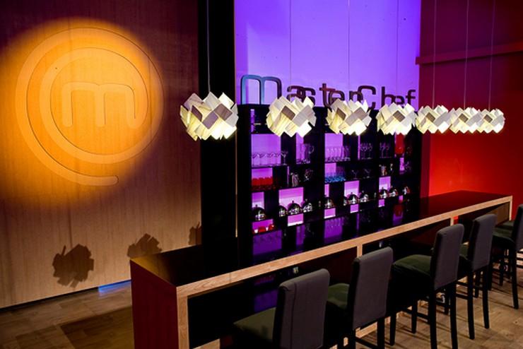 """""""Las lámparas Escape de Lzf-Lamps diseñadas por Ray Power en el restaurante del programa de televisión MasterChef""""  Master Chef ha elegido a Lzf Lamps para su restaurante lzf wood lamp saturnia master chef 2014 1"""