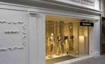 """""""Estudi Ribaudí es el estudio de que ha llevado a cabo el proyecto de interiorismo de la cuarta tienda de la diseñadora de moda Sita Murt en Barcelona"""""""
