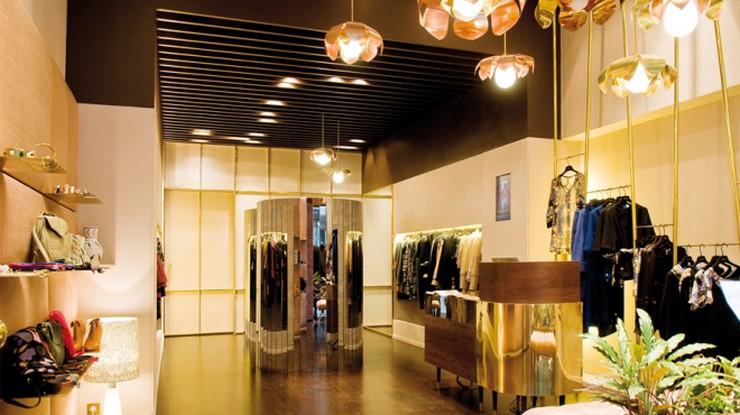 """""""En la primavera de 2010 Ailanto inaugura su primera tienda propia en Barcelona, ubicada en la calle Enric Granados 46""""  Ailanto: La firma de moda de los gemelos Iñaki y Aitor tienda barcelona"""