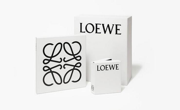 """""""Loewe, la marca de lujo de mayor tradición made in Spain, acaba de presentar un nuevo logo en una línea más fresca y actual""""  Loewe experimenta un cambio de imagen 01 Loewe nueva marca"""