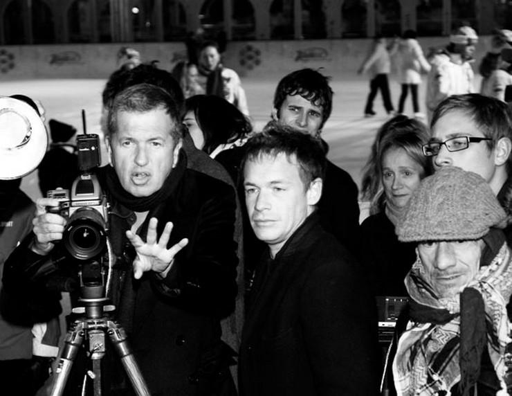 """""""Testino, quien es mundialmente reconocido por haber fotografiado a grandes figuras de Hollywood, dijo sentirse honrado con el premio que lo reconoce como """"uno de los referentes de la moda mundial""""""""  Mario Testino: Premio WON al Mejor Fotógrafo del Mundo 103309360"""