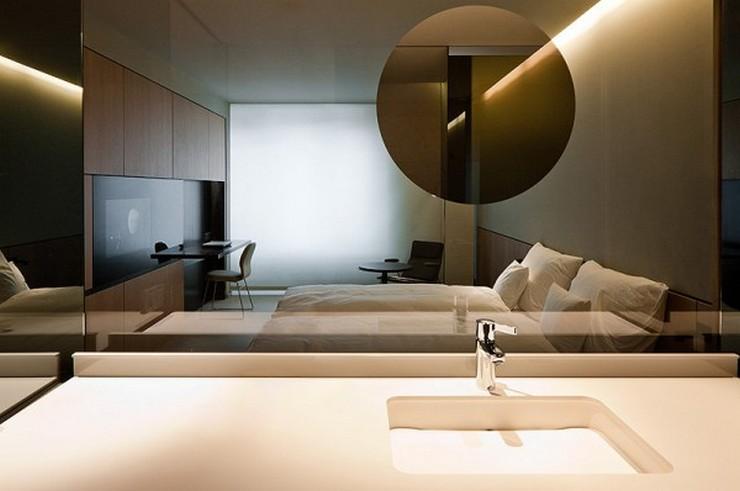 """""""El Hotel Sana ocupa un edificio de nueva planta de 15.710 m2, distribuidos entre espacios comunes, 159 habitaciones dobles, 13 suites y 42 apartamentos. Uno de los elementos que destaca de las habitaciones en el baño, delimitado parcialmente en cristal laminado fumé, con un registro integrado de espejo, de forma circular, que permite visualizar el exterior del baño aportando amplitud""""  Hotel Sana en Berlín: rigor y elegancia de la mano de Rifé 14 Francesc Rife Hotel Sana"""