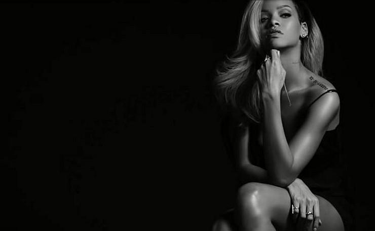 """""""Sesión fotográfica de Rihanna para la campaña publicitaria del perfume Rogue by Rihanna de Parlux Fragances - el anuncio ha sido censurado por las autoridades británicas que regulan la publicidad (ASA) al considerarlo """"sexualmente sugerente""""""""  Anuncio del nuevo perfume de Rihanna: Censurado behind the scenes rogue by rihanna"""