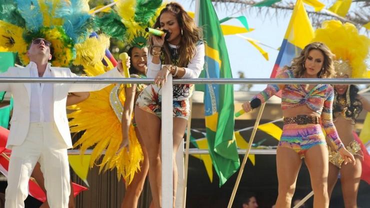 """""""Jennifer López confirma su asistencia al Mundial de Fútbol Brasil 2014""""  Brasil decora sus calles para el Mundial de Fútbol 2014 j"""