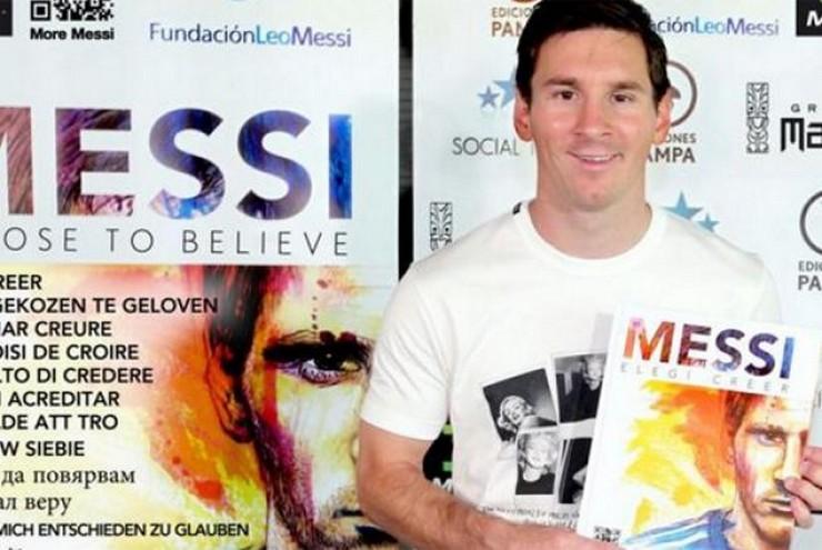 """""""'Elegí Creer' Incluye más de 300 fotografías del futbolista argentino y las ganancias que genere el libro serán destinadas a la Fundación Leo Messi""""  """"Elegí Creer"""", el libro de la vida de Leo Messi lionel messi"""