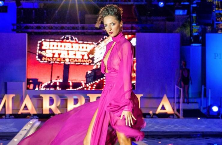 """""""Marbella Luxury Weekend 2014 - El diseñador catalán Andrés Sardá ha presentado sobre la Marbella Luxury Catwalk su colección 'Welcome to Fabulous', con joyas de Gómez&Molina, para la temporada otoño-invierno de 2014-2015""""  Marbella Luxury Weekend 2014: lujo, moda y diseño mini1 1402255295"""