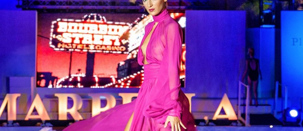 """""""Marbella Luxury Weekend, celebrado del 5 al 8 de junio, ha concluido este fin de semana confirmando que la ciudad se aproxima a las buenas noticias y se está convirtiendo en pasarela internacional. Por la Catwalk han desfilado los diseños de Custo Barcelona, Andrés Sardá, La Oca Hats y Marbella Academy Design, entre otros.""""  Marbella Luxury Weekend 2014: lujo, moda y diseño port"""