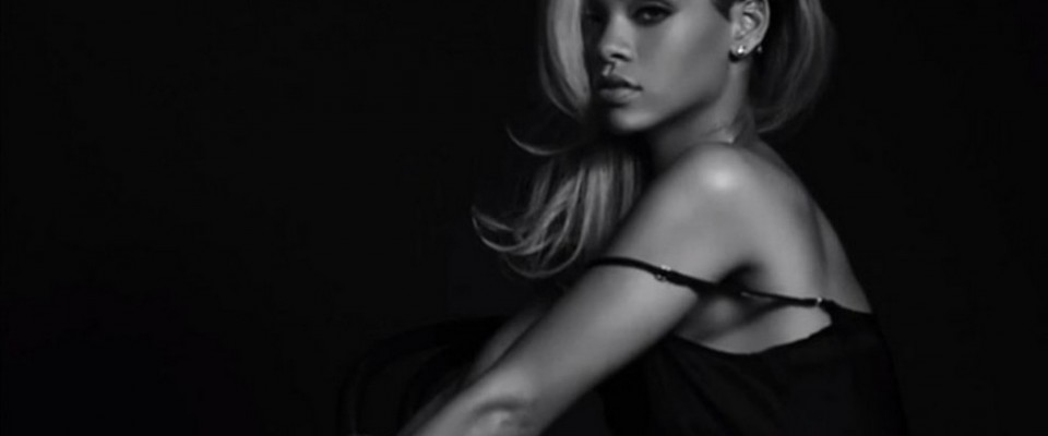 """""""Censurado el anuncio del nuevo perfume de Rihanna - Según indicó The Guardian, las autoridades que regulan la publicidad en Reino Unido (ASA) calificaron el anuncio de """"sexualmente sugerente"""", pidiendo que no sea puesto donde pueda ser visto por niños"""""""