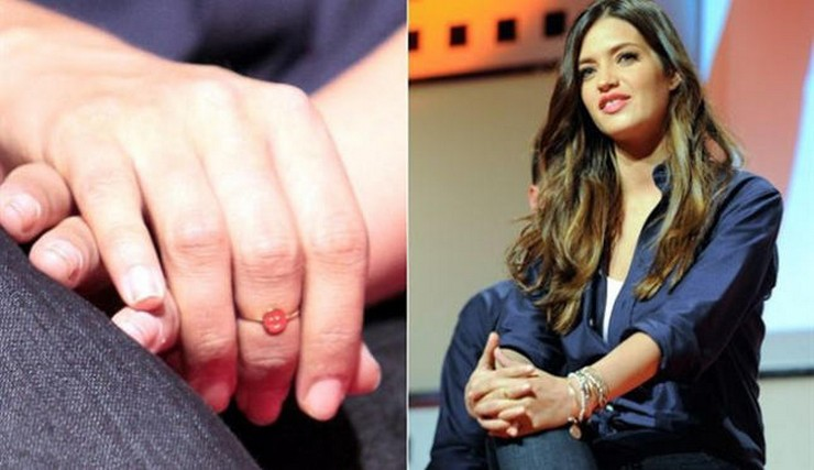 """""""Supersticiosa o no, Sara Carbonero parece ser amiga de los amuletos. Esta vez, la periodista deportiva ha elegido las pulseras de Alex and Ani para animar a 'La Roja' en el Mundial.""""  Las pulseras-amuleto de Sara Carbonero para el Mundial saracarbonero pulseras"""