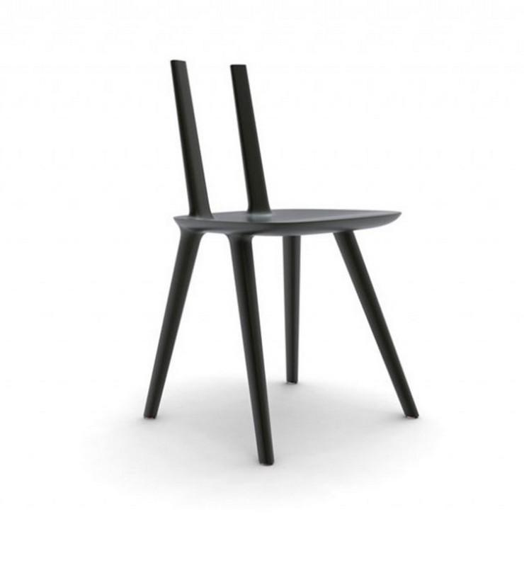 """""""Sillas Tabu - by Eugeni Quitllet for Alias Design. Hay cinco diferentes versiones / generaciones de la silla de diseño Tabu, desde la silla con respaldo tradicional a una que hace las veces de mesa auxiliar, y una sin respaldo. La más llamativa, una versión con un respaldo de plexiglás"""""""