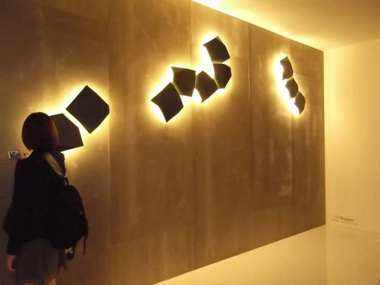 """""""Aplique Origami de Vibia - Con sólo dos piezas pueden crearse configuraciones artísticas en la pared"""""""
