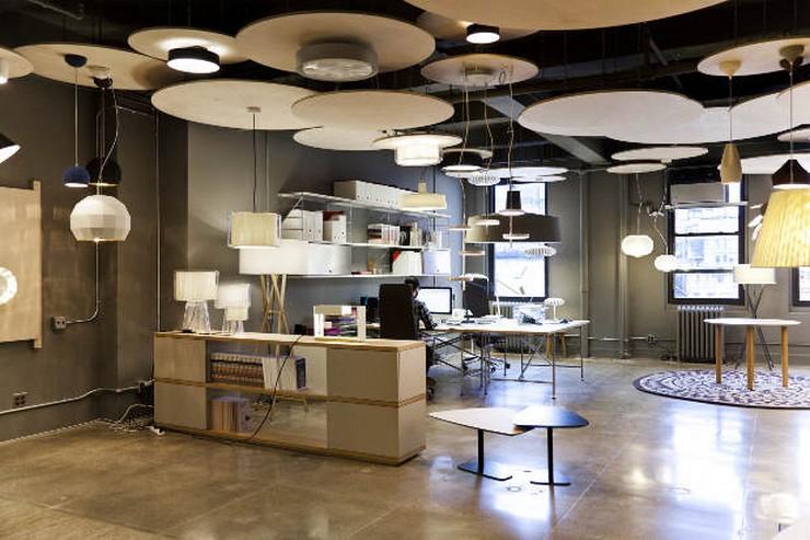 """""""Una vez más, Marset ha confiado en el estudio de arquitectura de Stefano Colli para su showroom de Nueva York: un showroom pensado para trabajar, pero a la vez para sentirse como en casa y recibir a los clientes en un ambiente cálido""""  El nuevo showroom de Marset en Nueva York Marset NYC showroom 21"""