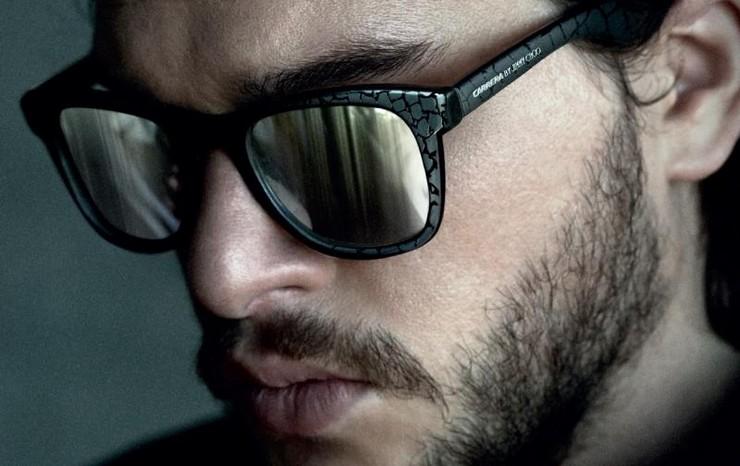 """""""La colección cápsula de gafas de sol Carrera by Jimmy Choo también se incluye en la nueva campaña Jimmy Choo de otoño/invierno 2014 para hombre, protagonizada por el actor británico Kit Harington.""""  Las gafas de sol para él de Carrera y Jimmy Choo lentes1 1"""