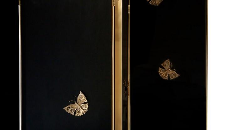 """""""El Euphoria consta de cuatro paneles a modo de bisagras decorados con  mariposas en bronce""""  Ideas para decorar: el biombo Euphoria by Koket prodotti 69358 prelb5e4a01b8d7743188089948e9259a22d"""