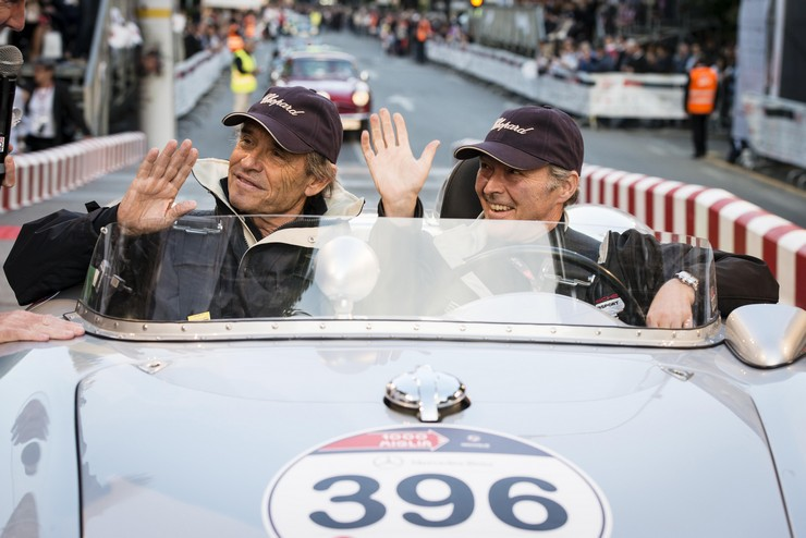 """""""El reloj está equipado con un cronógrafo con Certificado COSC, cuenta con aguja de segundero de cronógrafo, contador de 30 minutos y contador de 12 horas.""""  Chopard lanza la edición limitada Mille Miglia 2014 Race Edition Chopard Mille Miglia 2014 Race Edition reloj"""
