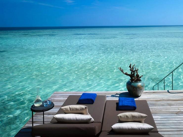 """""""La firma española de mobiliario para exteriores Kettal amuebla el Resort Velaa Private Island situado en el norte de Malé.""""  Kettal amuebla el Resort Velaa Private Island como decorar lo exterior de un hotel"""