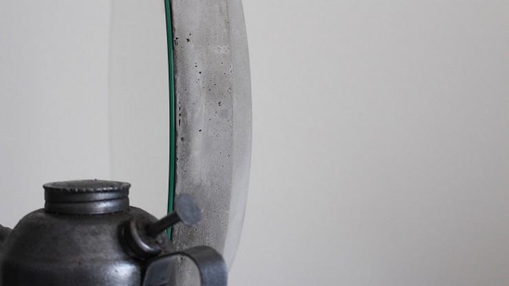 """""""Ignacio del Toro, quien dirige desde 2011 el estudio de diseño que lleva su nombre, ha diseñado un original espejo de hormigón, Bunker.""""  Ignacio del Toro crea el espejo Bunker download3"""