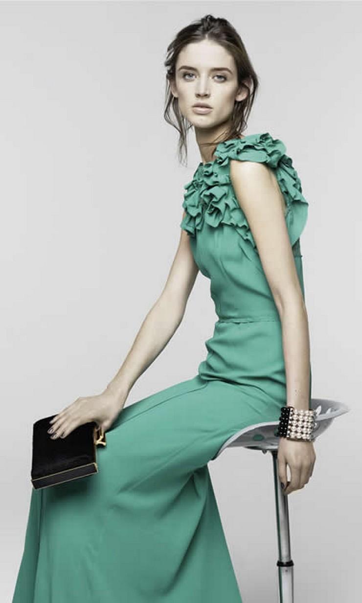 """""""Diseñada por Peter Copping, esta serie de vestir se muestra completa con estilos para todo el día y toda la noche."""""""