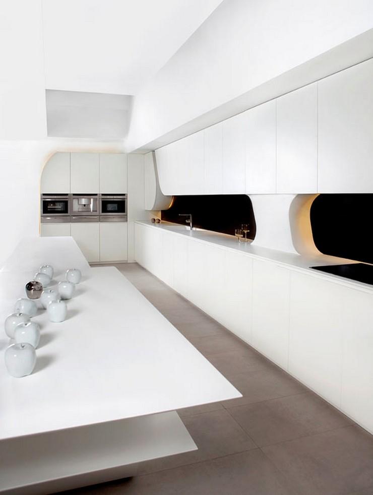 """""""Esta cocina exclusiva en la que se ha cuidado hasta el último detalle, dando un aspecto escultórico, es la última apuesta de esta firma de alta decoración.""""  Cocina futurista diseñada por A-cero proyectos de interiorismo en cocinas"""