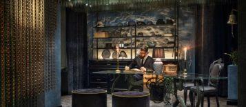 """""""Las cortinas de la firma española KriskaDECOR recuerdan a sinuosas algas multicolores, situadas en el vestíbulo y la zona de recepción del nuevo hotel Stora Hotellet (""""Grand Hotel"""") de Umeå, Suecia, el último proyecto del estudio sueco Stylt Trampoli."""""""