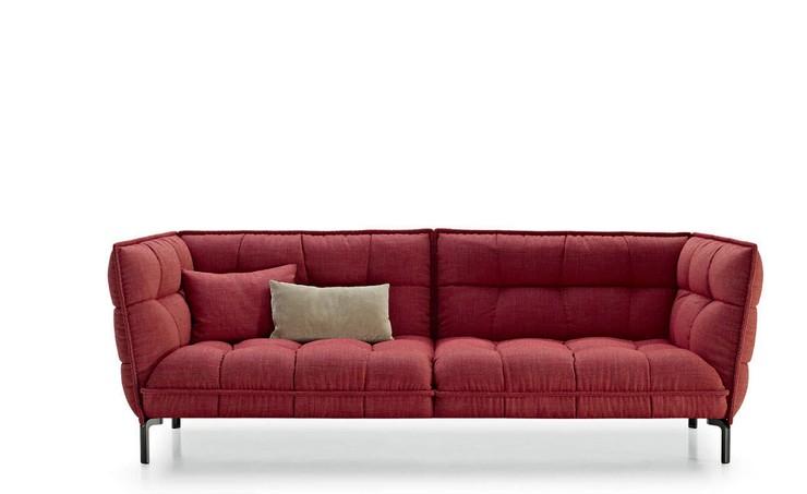 """""""Dispone de soportes con acabado en cobre o pintados en níquel bronceado, y cojines sueltos que aumentan el confort.""""  Husk, un sofá moderno de Patricia Urquiola sofas contemporaneos patricia urquiola 11276 7517091"""