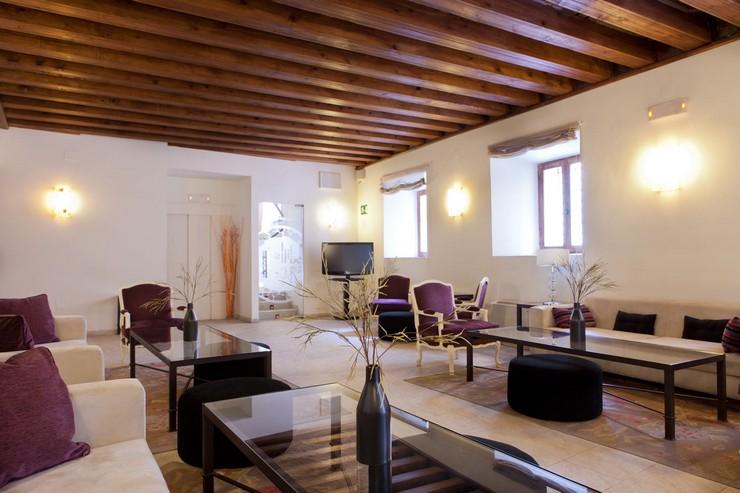"""""""Este hotel con encanto ocupa un edificio del siglo XVII cuidadosamente restaurado.""""  Hotel Convento del Giraldo, en el centro histórico de Cuenca Hotel Convento del Giraldo en Cuenca"""