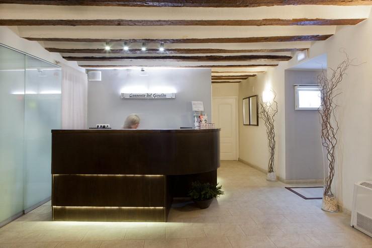 """""""Este hotel con encanto ocupa un edificio del siglo XVII cuidadosamente restaurado.""""  Hotel Convento del Giraldo, en el centro histórico de Cuenca Hotel Convento del Giraldo"""