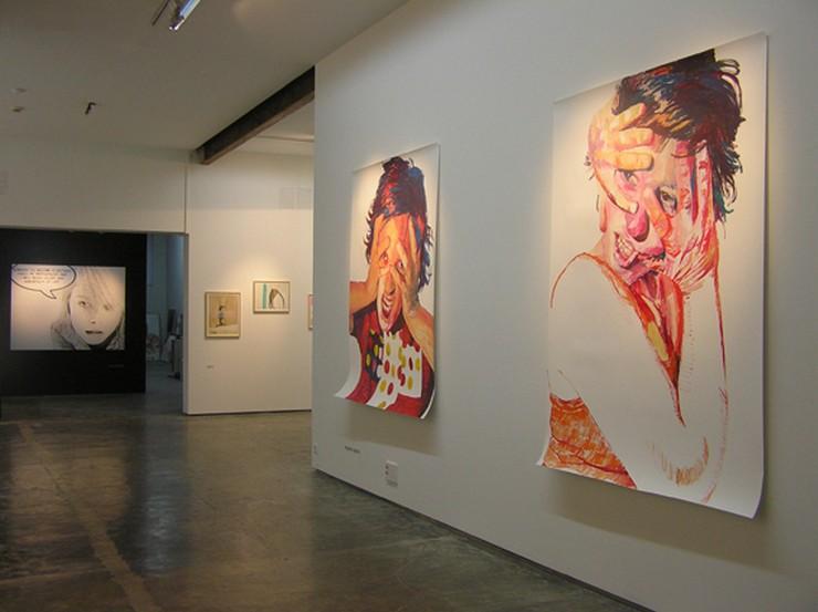"""""""Con un programa abierto y diverso, trata de mostrar el amplio abanico del arte actual, presentando artistas contemporáneos nacionales e internacionales.""""  Galeria AD HOC, una galería de vanguardia desde 1990 ad hoc galeria en vigo 2"""