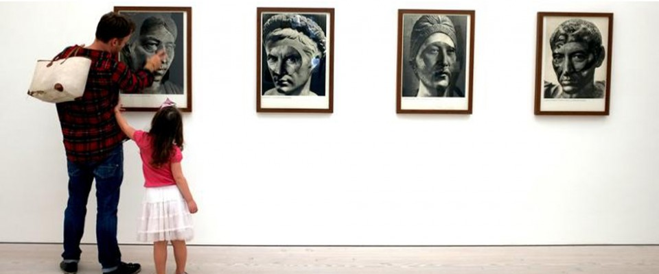 """""""Con un programa abierto y diverso, trata de mostrar el amplio abanico del arte actual, presentando artistas contemporáneos nacionales e internacionales."""""""
