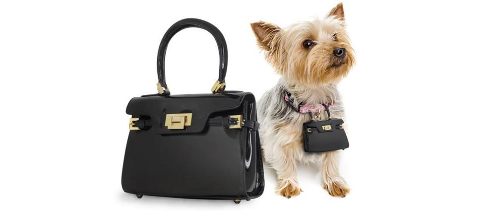 """""""Un lujoso bolso de marca puede ser una atrevida declaración de moda, y aun más si su perro también llevará una réplica en miniatura de tu bolso.""""  Pawbag, bolso de lujo en miniatura para tu perro bolsos de lujo"""