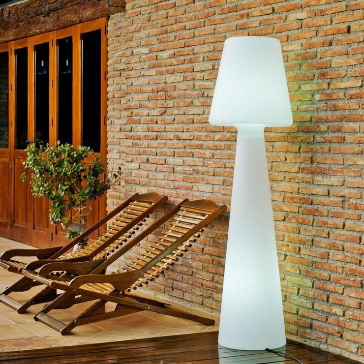 """""""OcioHogar.com ofrece el mejor o uno de los mejores catálogos online de artículos de diseño y de lujo.""""  Ocio Hogar, una tienda de muebles de lujo online lampara pie jardin lola new garden"""