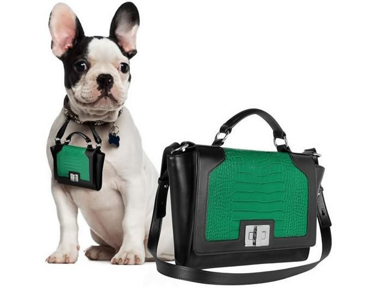 """""""Un lujoso bolso de marca puede ser una atrevida declaración de moda, y aun más si su perro también llevará una réplica en miniatura de tu bolso.""""  Pawbag, bolso de lujo en miniatura para tu perro leonardo delfuoco"""