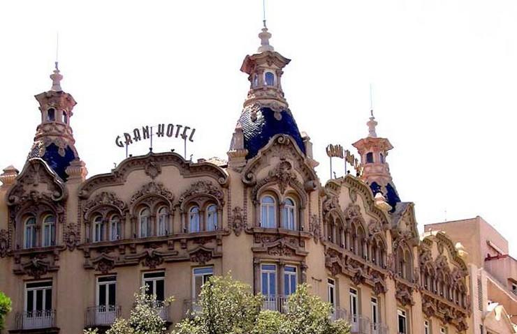 """""""El Gran Hotel Albacete ha sido seleccionado por Trivago gracias a la valoración de los viajeros y la cercanía a la Feria de Albacete.""""  Gran Hotel Albacete, un oasis de descanso en Albacete vista exterior del gran hotel albacete"""