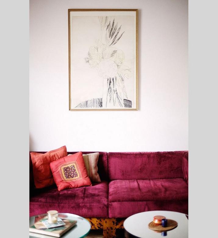El púrpura es también un color hermoso para los sofás. Y se ve tan bien al lado de los sillones con detalles metálicos. ideas para tu salón Ideas para tu salón: 50 sofás para te inspirar Living room design ideas 50 inspirational velvet sofa