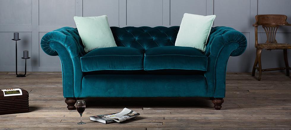 sofas-terciopelo-  Dale vida a tu juego de sala: coloridos sofás de terciopelo sofas terciopelo 1 featured