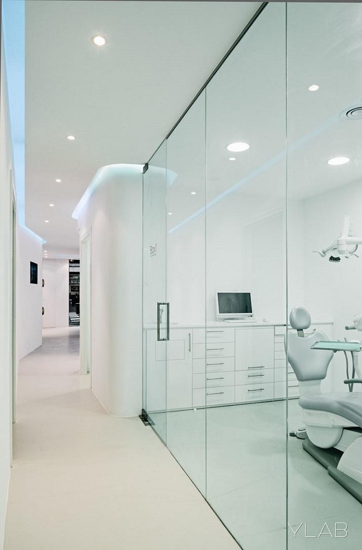 Clinica Dental Barcelona de YLAB arquitectos Barcelona. www.ylab.es  YLAB Arquitectos – Conoce los mejores proyectos ddd